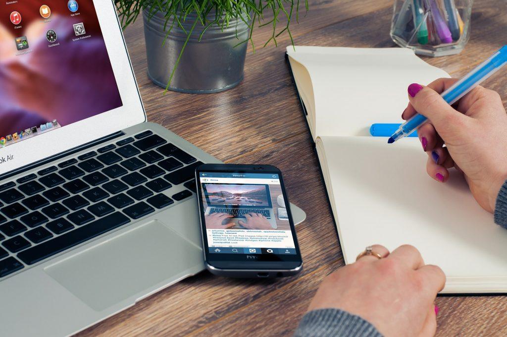 Az online közösségépítést olyan funkciók segítik, mint a különböző eseményekre történő felhívások egyszerű létrehozása.